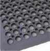 Anti fatigue mat with drainage